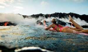 धधकते हुए ज्वालामुखी में 'Bikini' पहन कर की सर्फिंग, देखें तस्वीरें