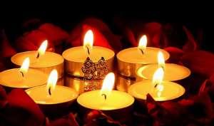 Diwali Special: राशिनुसार चुने आसन का रंग, होगी लक्ष्मी जी प्रसन्न