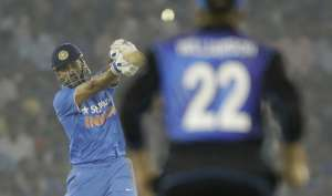सचिन हुए पीछे, अब धोनी हैं वनडे में सबसे ज्यादा छक्के मारने वाले इंडियन
