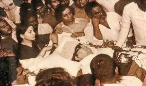 जब मेंटर एमजीआर के शव के पास 3 दिन तक बैठी रहीं जयललिता