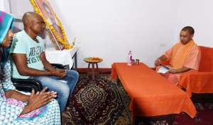 CM योगी के जाते ही शहीद के घर से सोफा, कालीन और AC उतार ले गए अफसर