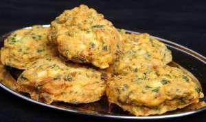 Recipe: बारिश का मजा लें आम के पकौड़े के साथ