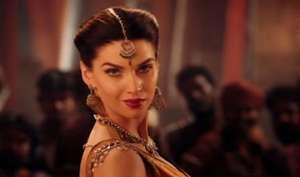 'बाहुबली' की इस अभिनेत्री संग हुई छेड़छाड़, एक्टर को जड़ा जोरदार थप्पड़