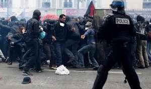 फ्रांस: पुलिस और प्रदर्शनकारियों के बीच झड़प, कई लोग घायल