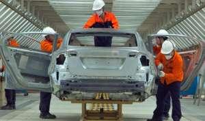दुनिया का सबसे बड़ा कार बाज़ार चीन बंद करेगा पेट्रोल-डीज़ल कार