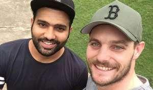 VIDEO: देखिए जब रोहित शर्मा ने ली न्यूजीलैंड के गेंदबाज मिचेल मैक्कलेंघन के हिंदी क्लासेज