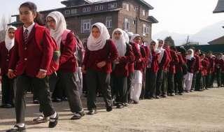 कश्मीर में 8 महीने बाद खुले स्कूल, बच्चों ने पूछा- स्कूल जलाने से क्या मिला?