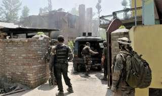 कश्मीर में सेना के अभियानों में 24 घंटों में 10 आतंकवादी मारे गए