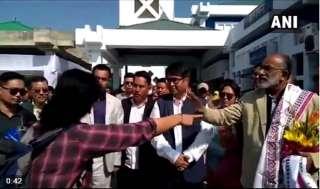 इम्फाल एयरपोर्ट पर उड़ान में देरी पर केंद्रीय मंत्री को महिला ने जमकर सुनाई खरी-खोटी