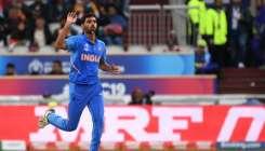 IND vs PAK: बीच मैच में आई भारत के लिए बुरी खबर, गेंदबाजी नहीं कर पाएंगे चोटिल भुवनेश्वर कुमार- India TV