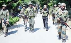 जम्मू-कश्मीर के शोपियां में संदिग्ध आतंकियों ने 4 पुलिस कर्मियों को किया अगवा- IndiaTV Paisa