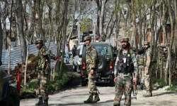 जम्मू कश्मीर: आतंकवादियों की तलाश में पुलवामा के 8 गांवों में बड़ा सर्च ऑपरेशन- IndiaTV Paisa