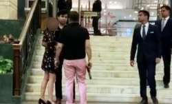 पूर्व बसपा सांसद के बेटे ने पिस्तौल लेकर दिल्ली के होटल में किया ड्रामा, विडियो वायरल- India TV Paisa
