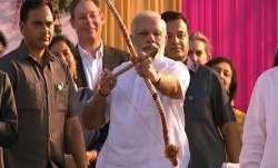 आज पूरा देश मना रहा बुराई पर अच्छाई की जीत का पर्व दशहरा, रामलीला मैदान में PM मोदी करेंगे रावण दहन- India TV Paisa