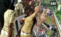 Police personnel vandalise vehicles parked...- India TV Paisa