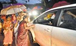 आज खुलेंगे सबरीमाला मंदिर के कपाट, खुलने से पहले महिलाओं को मंदिर जाने से रोका गया, तनाव की स्थिति- India TV Paisa