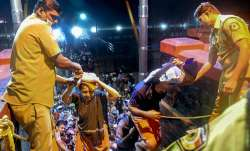 <p>Elderly devotees...- India TV Paisa