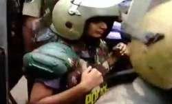 Sabarimala Temple Row Live Updates: भारी सुरक्षा के बीच 2 महिलाएं सबरीमाला मंदिर के पास पहुंचीं- India TV Paisa