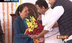 Kamal Nath takes oath as 18th CM of Madhya Pradesh- India TV Paisa