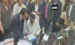 Madhya Pradesh Chief Minister Kamal Nath signs on the files for farm loan waiver- India TV Paisa