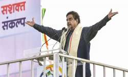 Shatrughan Sinha attends Mamata's big Kolkata rally, BJP hints at action against 'opportunist' leade- India TV Paisa