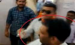 BJP worker beaten a youth alleged of showing black...- India TV Paisa