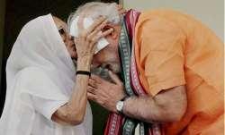 मोदी कल अपनी मां से मिलने गुजरात और सोमवार को वाराणसी जाएंगे- India TV Paisa