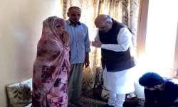 शहीद पुलिस कर्मी अरशद खान के घर पहुंचेे गृहमंत्री- India TV Paisa