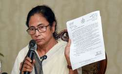 Howrah: West Bengal Chief Minister Mamata Banerjee interacts with media over the ongoing doctor's st- India TV Paisa