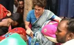 सोनभद्र के पीड़ित परिवारों से मिल भावुक हुईं प्रियंका गांधी, पूरा माहौल हुआ गमगीन- India TV Paisa