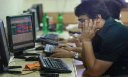 Sensex tanks 318 pts; Nifty cracks below 11,600- India TV Paisa