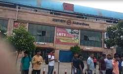 Gunmen open fire at police near Akshardham temple in Delhi | India TV- India TV Paisa