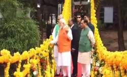LIVE: पीएम नरेंद्र मोदी का 69वां जन्मदिन आज, मां नर्मदा का आशीर्वाद लेने केवडिया पहुंचे- India TV Paisa