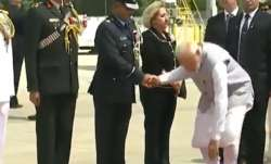 Narendra Modi's gesture at Houston airport highlights sense of humility | ANI- India TV Paisa