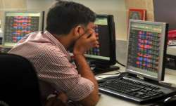 Sensex sinks 642 pts as crude oil woes persist- India TV Paisa