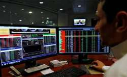 Sensex plunges 335 pts; Infosys sinks 16 pc- India TV Paisa
