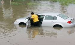 If your car is drowned in flood, then know how you will get the benefit of motor insurance- India TV Paisa
