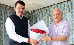 महाराष्ट्र में सरकार गठन को लेकर उठापटक के बीच देवेंद्र फडणवीस ने की राज्यपाल से मुलाकात- India TV Paisa