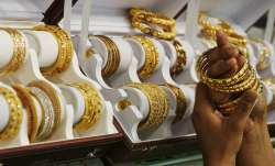 Gold prices fall Rs 85 on weak global trend- India TV Paisa