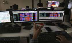 Sensex ends 216 pts lower; IT stocks fall- India TV Paisa