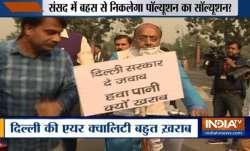 दिल्ली की वायु गुणवत्ता 'बेहद खराब' हुई, मास्क लगाकर साइकिल से संसद पहुंचे विजय गोयल- India TV Paisa
