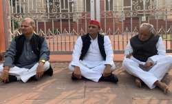 Samajwadi Party leader and Former Chief Minister...- India TV Paisa