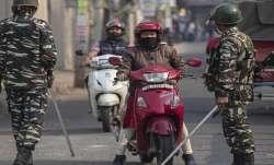 असम में पटरी पर लौट रही जिंदगी; बाज़ार में लौटी रौनक, सड़कों पर निकले लोग- India TV Paisa