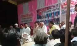 MP Home Minister asks villagers to join Congress...- India TV Paisa