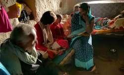 प्रियंका गांधी ने उन्नाव पीड़िता के परिजनों से की मुलाकात, कहा-परिवार को किया जा रहा है परेशान- India TV Paisa