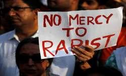 हैदराबाद गैंगरेप के आरोपियों की तरह इनका भी करो एनकाउंटर: उन्नाव रेप पीड़िता के पिता की मांग- India TV Paisa