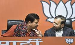 Delhi BJP State President Manoj Tiwari interacts...- India TV Paisa