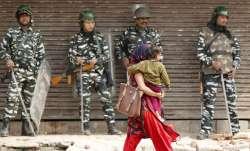 दिल्ली हिंसा: बाहरी उपद्रवियों के सामने एक-दूजे के लिए ढाल बने हिंदू-मुस्लिम- India TV Paisa