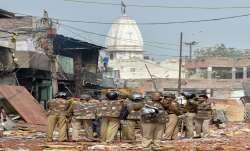 दिल्ली हिंसा में मरने वालों की संख्या बढ़कर 32 हुई, सुरक्षा बलों ने आज सुबह भी किया फ्लैग मार्च- India TV Paisa
