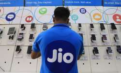 Jio gave a gift before Holi, launched two special cheap recharge plans- India TV Paisa